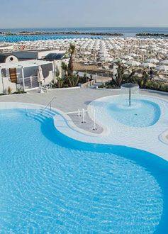 piscina adiacente hotel Atlas